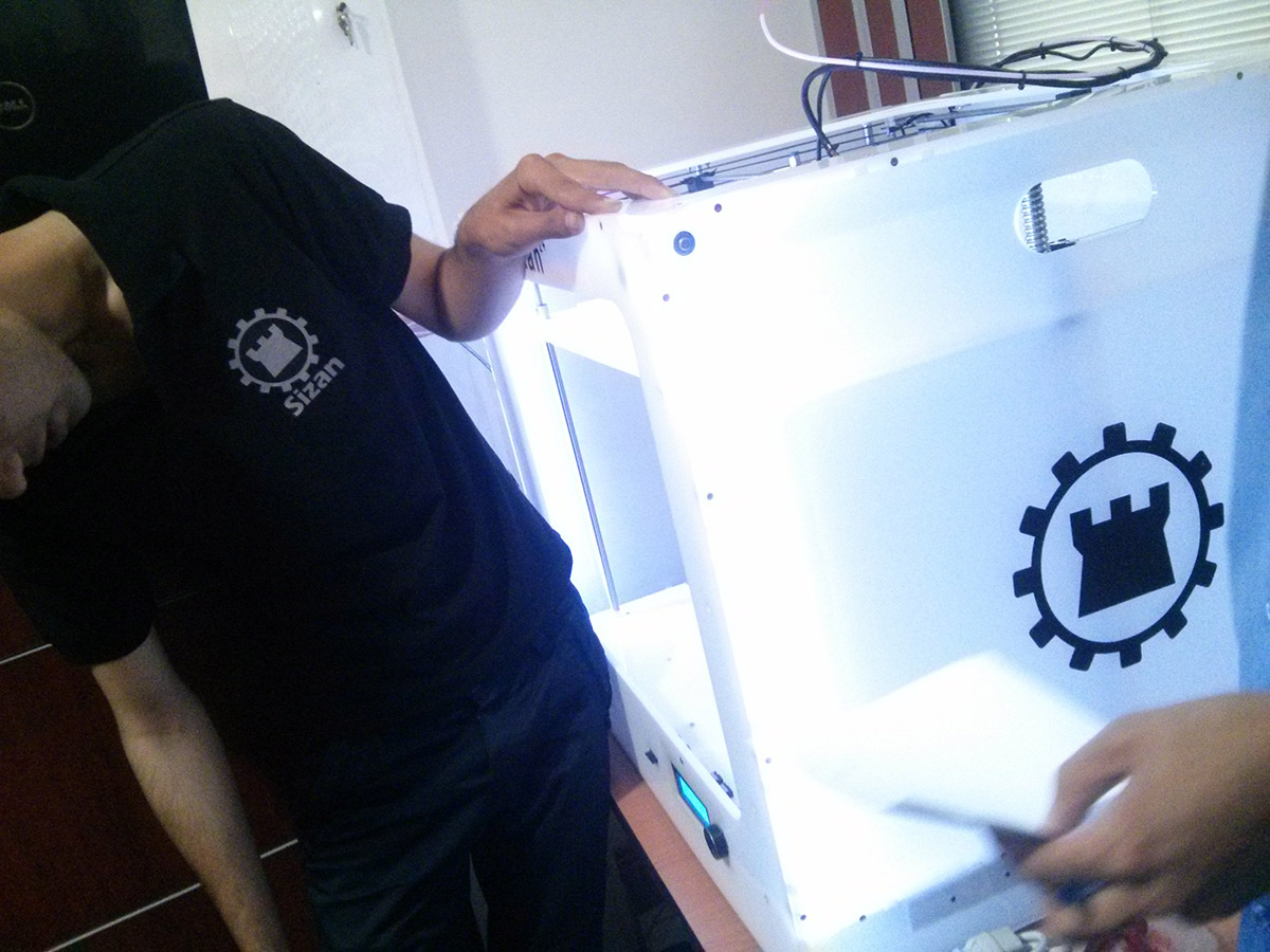 راه اندازی پرینتر سه بعدی سی زان 2+ در شرکت شار صنعت انرژی